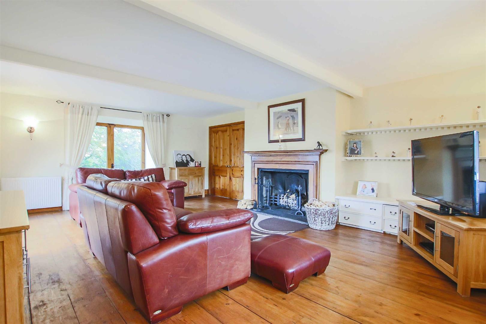 5 Bedroom Barn Conversion For Sale - p026519_19.jpg